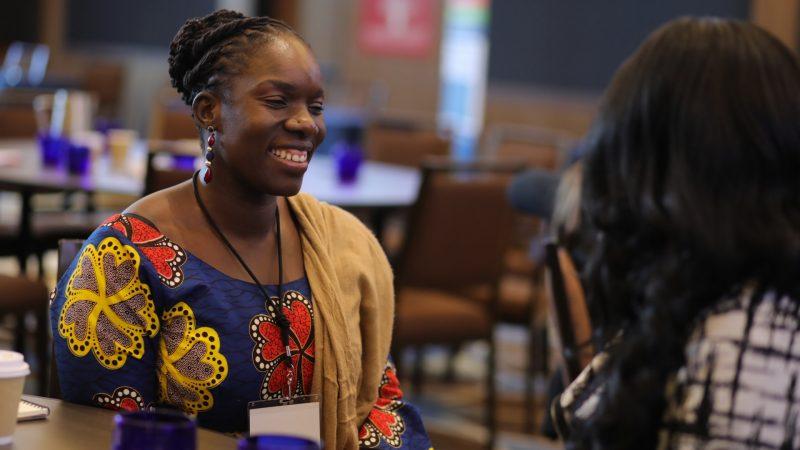 Le médecin Nana Afoh-Manin apporte des tests COVID-19 et des services de télé-santé gratuits aux démunies