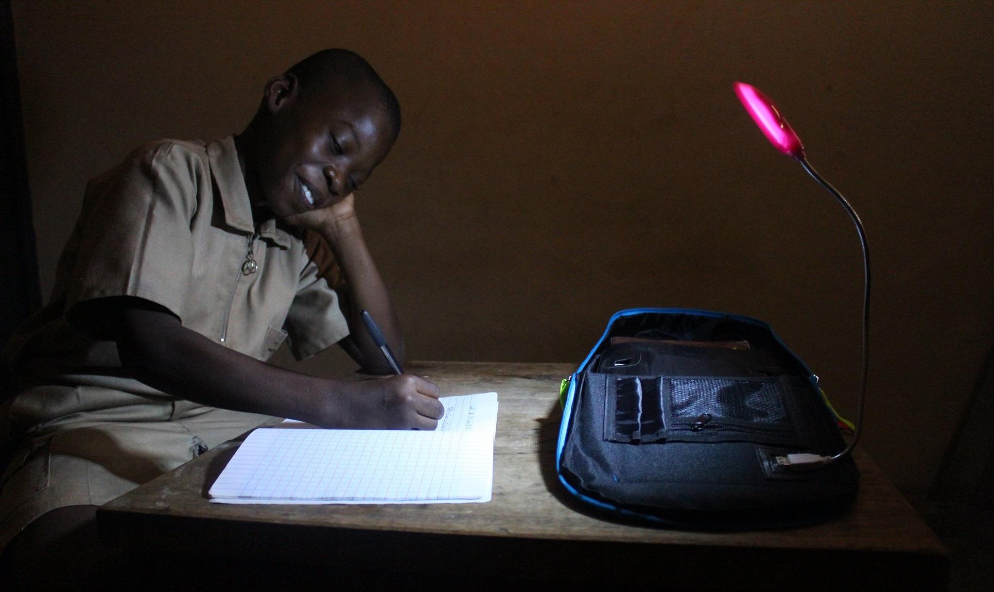 Solarpak, un éclairage nécessaire pour l'apprentissage des écoliers africains